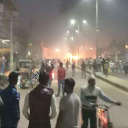 हादसे के बाद बवाल, पुलिस पर पथराव/ -रोडवेज बस ने बाइक सवार को कुचला, लोगों ने बस को फूंका, पुलिस किया बलप्रयोग, हालात तनावपूर्ण