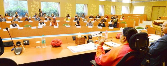 मुख्यमंत्री के साथ बजट पूर्व बैठक: सबको स्वास्थ्य सुविधाएं और बिजली-पानी की दरें कम करने पर दिया जोर