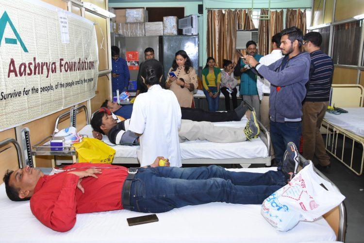 आश्रय फाउंडेशन द्वारा आयोजित रक्तदान शिविर में उमड़ा युवाओं का सैलाब: 304 युनिट रक्त हुआ एकत्र