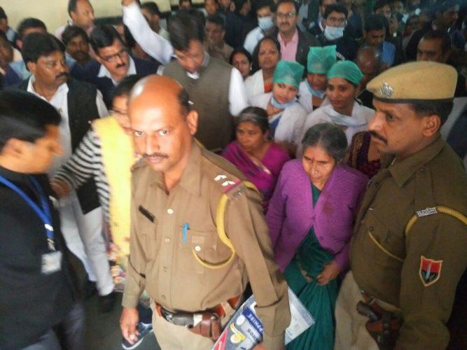 पीएम मोदी की पत्नी सड़क दुर्घटना में घायल, एक की मौत, दो अन्य घायल