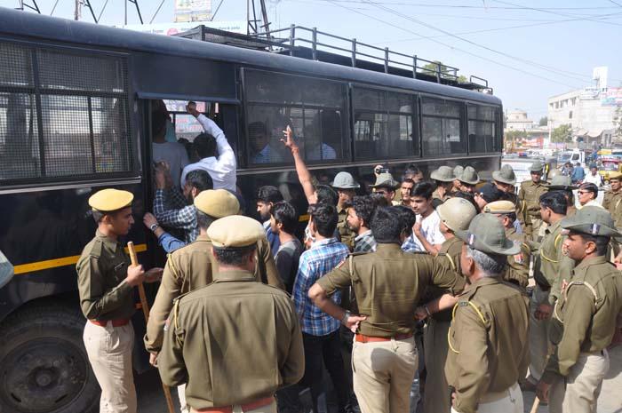 किसान नेताओं की गिरफ्तारी के विरोध में सीकर बंद रहा