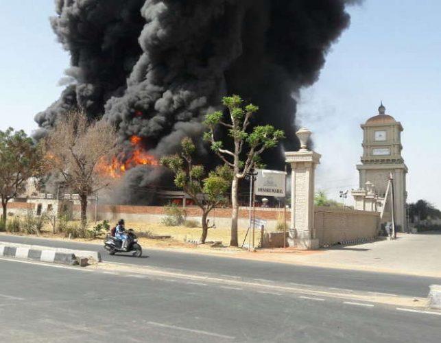 भीषण आग में मैरिज गार्डन जलकर खाक