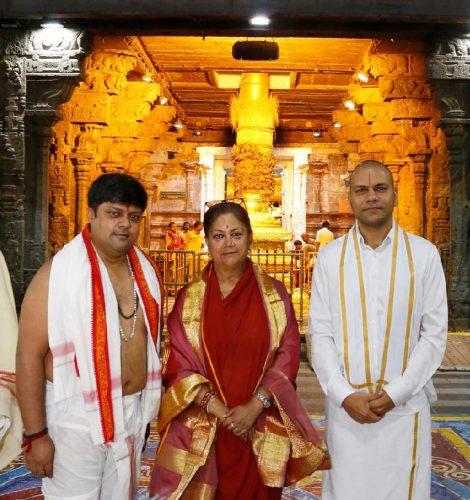 मुख्यमंत्री ने तिरुपति मंदिर और कामाक्षी में दर्शन किए