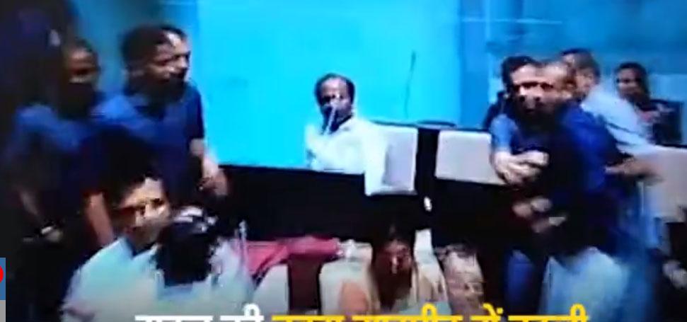 शर्मनाक; गुजरात विधानसभा में एक विधायक ने दूसरे विधायक जमकर पीटा