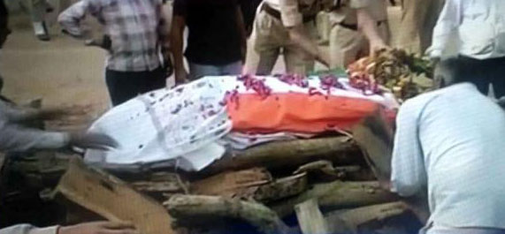 सुकमा में शहीद हुए लक्ष्मण सिंह का राजकीय स मान से हुआ अंतिम संस्कार