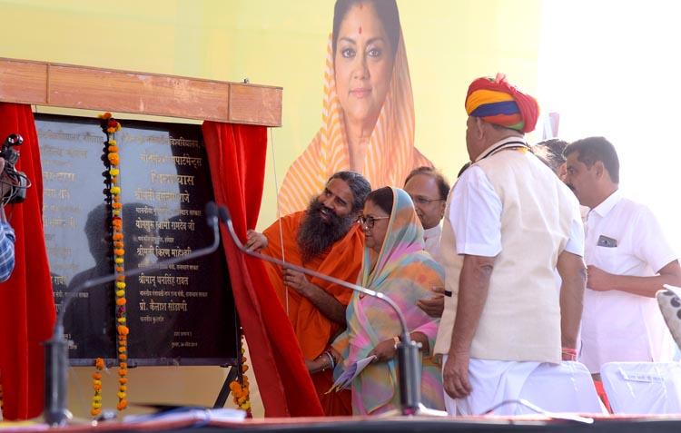 राजस्थान ने योग अपनाकर स्वस्थ जीवन के रास्ते पर चलना शुरू किया: राजे