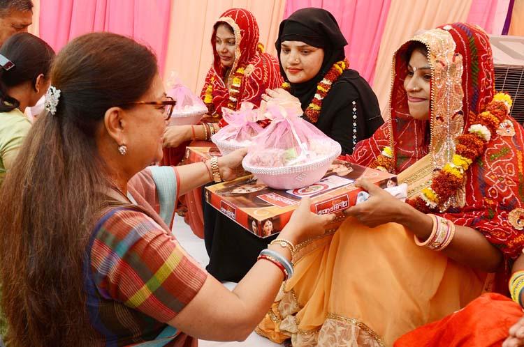 हमारी योजनाओं से आगे बढ़ रही बेटियां: राजे