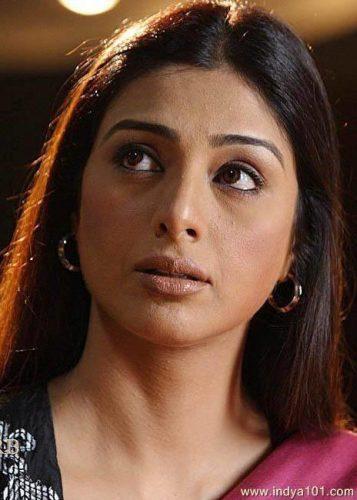 अभिनेत्री तब्बू के साथ जोधपुर एयरपोर्ट पर छेड़छाड़!