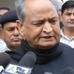 नैतिकता के आधार पर इस्तीफा दें महाराष्ट्र के राज्यपाल: गहलोत