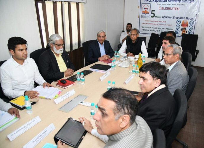 पचपदरा में समीक्षा बैठक : प्रदेश में रिफाइनरी के साथ ही नए तेल अन्वेषण कार्यों को भी प्राथमिकता - मुख्यमंत्री