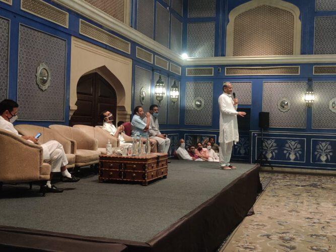 पायलट की रवानगी के बाद सीएम की प्रेस कांफ्रेंस-पूरा कुनबा बीजेपी के हाथों में खेल रहा है: गहलोत