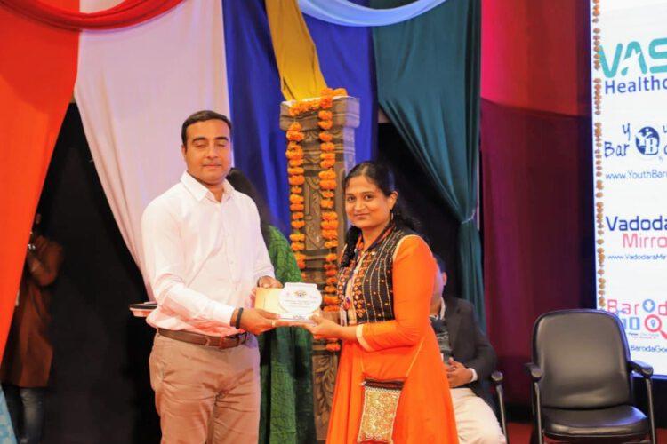 डाॅ.कृति भारती को राष्ट्रीय युगान्तर अवाॅर्ड से नवाजा