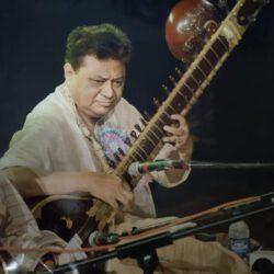 भेंट में कोलकाता के पंडित अरुण कुमार शाह का सितार वादन