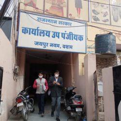 संभागीय आयुक्त का औचक निरीक्षण: जयपुर उप पंजीयक कार्यालय में अधिकारी सहित 7 में से 6 कर्मचारी 10.35 पर मिले अनुपस्थित