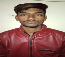 चोरी की स्कूटी से लूटा महिलाओं को, पकड़ा गया