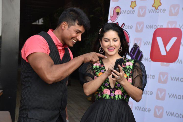 सनी लियोन ने VMate पर सबसे ताकतवर क्रिएटर  अब्दुल्ला पठान को अपने Mr. V के रूप में चुना