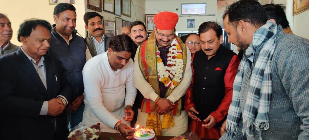 पं. सुरेश मिश्रा के जन्मदिन पर नागरिक अभिनन्दन