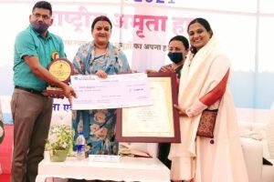 डॉ.कृति भारती को राज्य स्तरीय इंदिरा महिला शक्ति पुरुस्कार से नवाजा